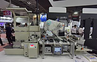 卓上空袋ラベリングマシン LMFe6000-KBC 機械写真