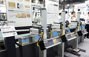 MDL5800多色印字ライン展示の様子